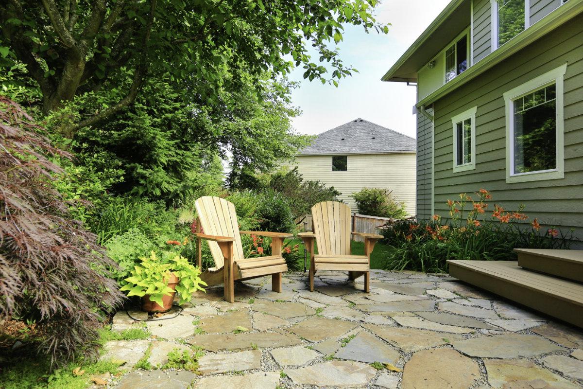 Natuursteen Tegels Schoonmaken : Natuursteen terras reinigen: onderhoud en schoonmaaktips & prijzen
