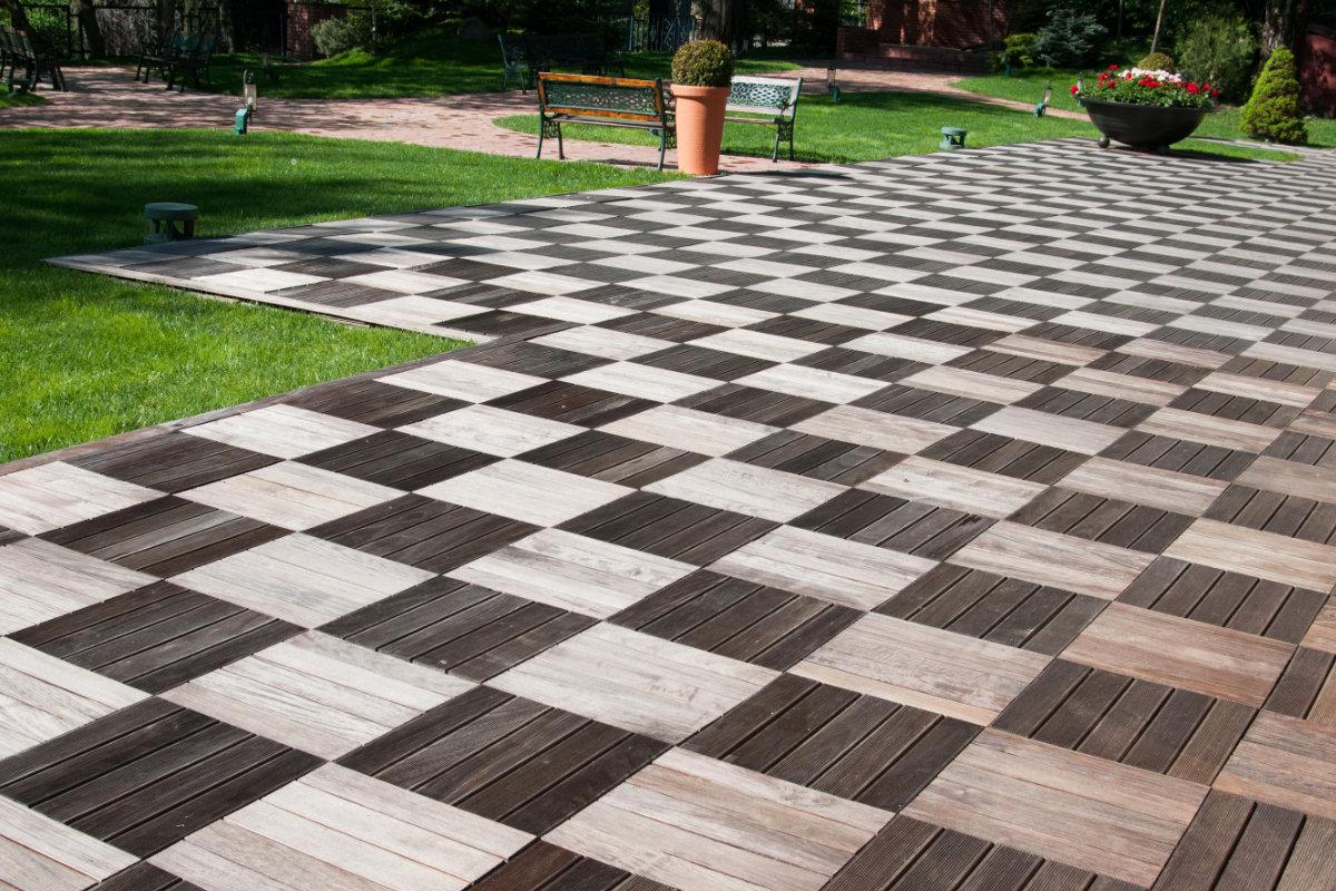 Houten terrastegels info voor en nadelen prijzen